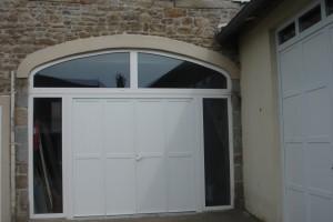 Porte de garage pvc battante 4 vantaux avec imposte cintré