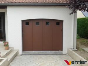 Porte de garage latérale motorisé et équipé d'un portillon